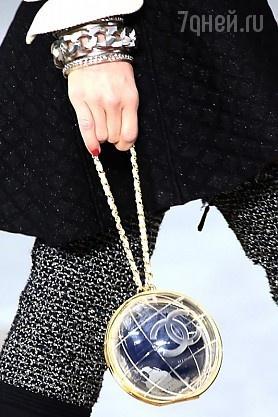 Вечерняя сумочка в виде земного шара от Chanel