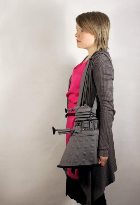 сумка, выполненная в форме Далека