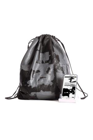 Alexander Wang представил коллекцию сумок для Samsung