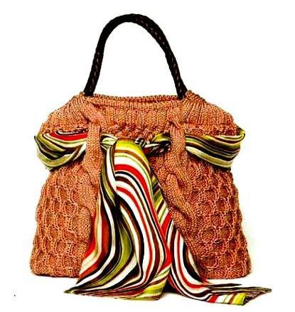 Бежевая сумка спицами в классическом стиле