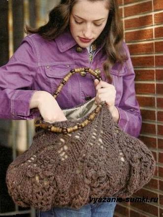Ажурная дизайнерская сумка спицами