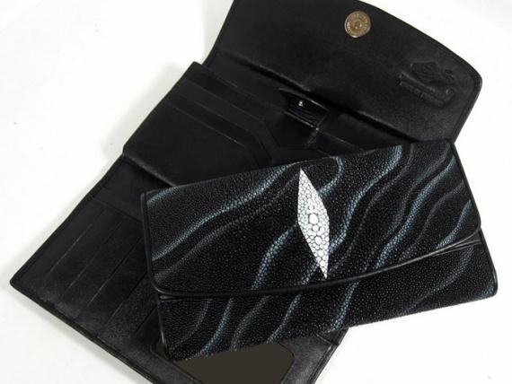 Как очистить кожаный кошелёк