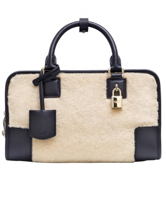 Loewe, сумка из овчины и кожи 73 800 руб.