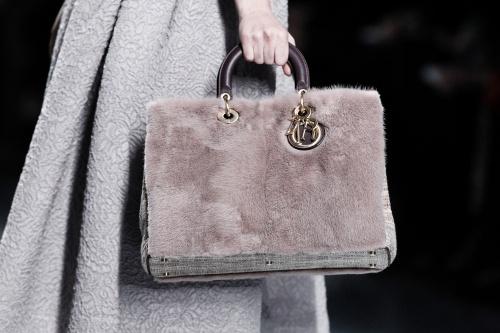 Тренд сезона - меховые сумки