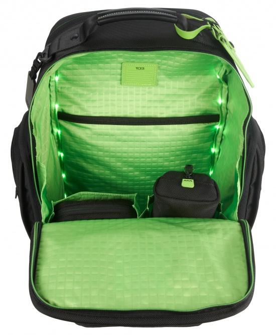Днище рюкзака укреплено запатентованным материалом Hypalon.