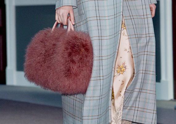 Меховые сумки: 10 лучших